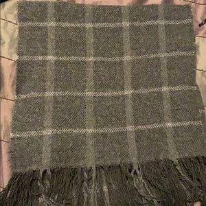 Gray and white wool scarf with fringe
